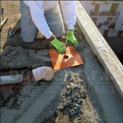 Realizzazione dei nuovi chiusini di scarico. - Installazione di nuove planciole per lo scarico di acque pluviali.