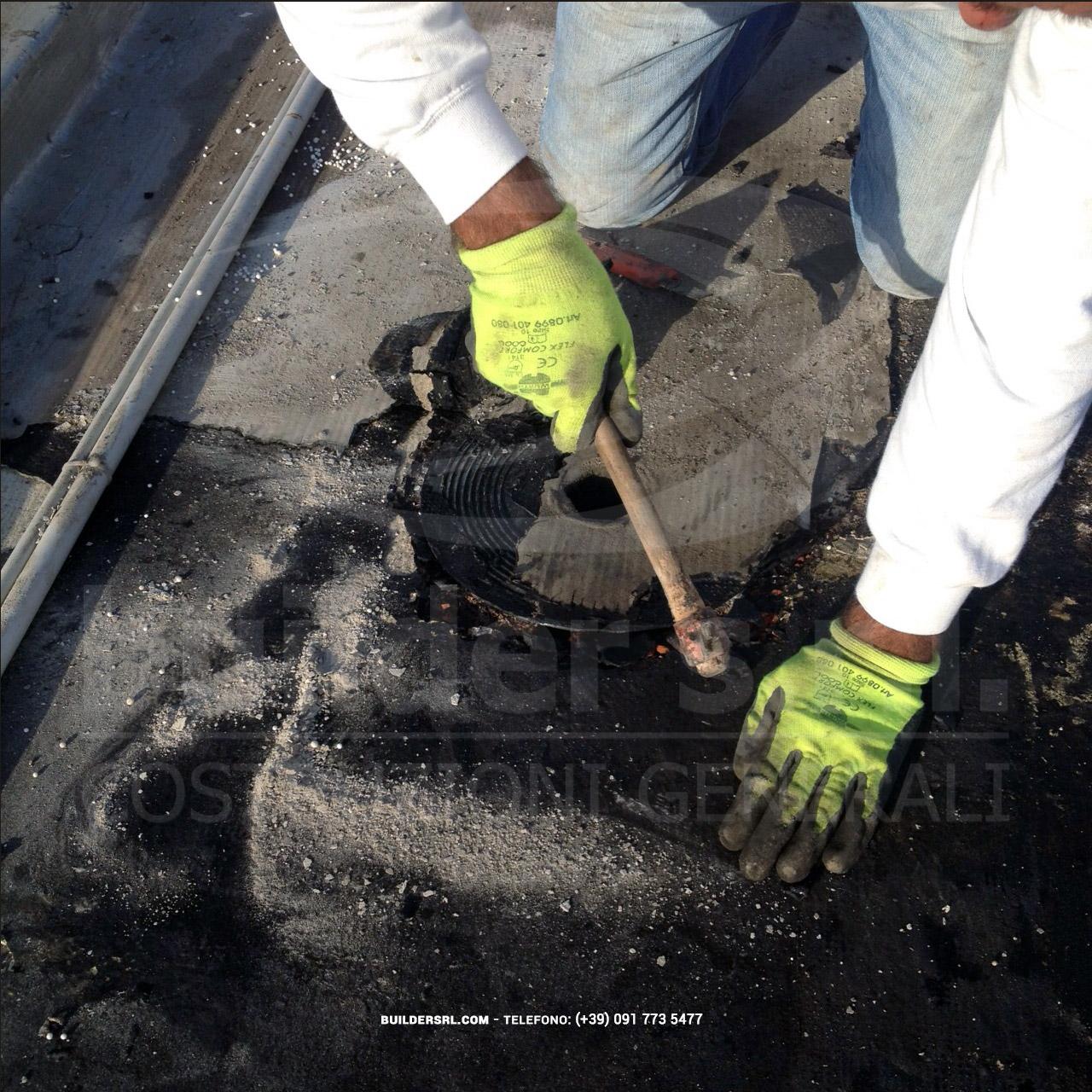 Rimozione vecchio chiusino di scarico. - Installazione di nuove planciole per lo scarico di acque pluviali.