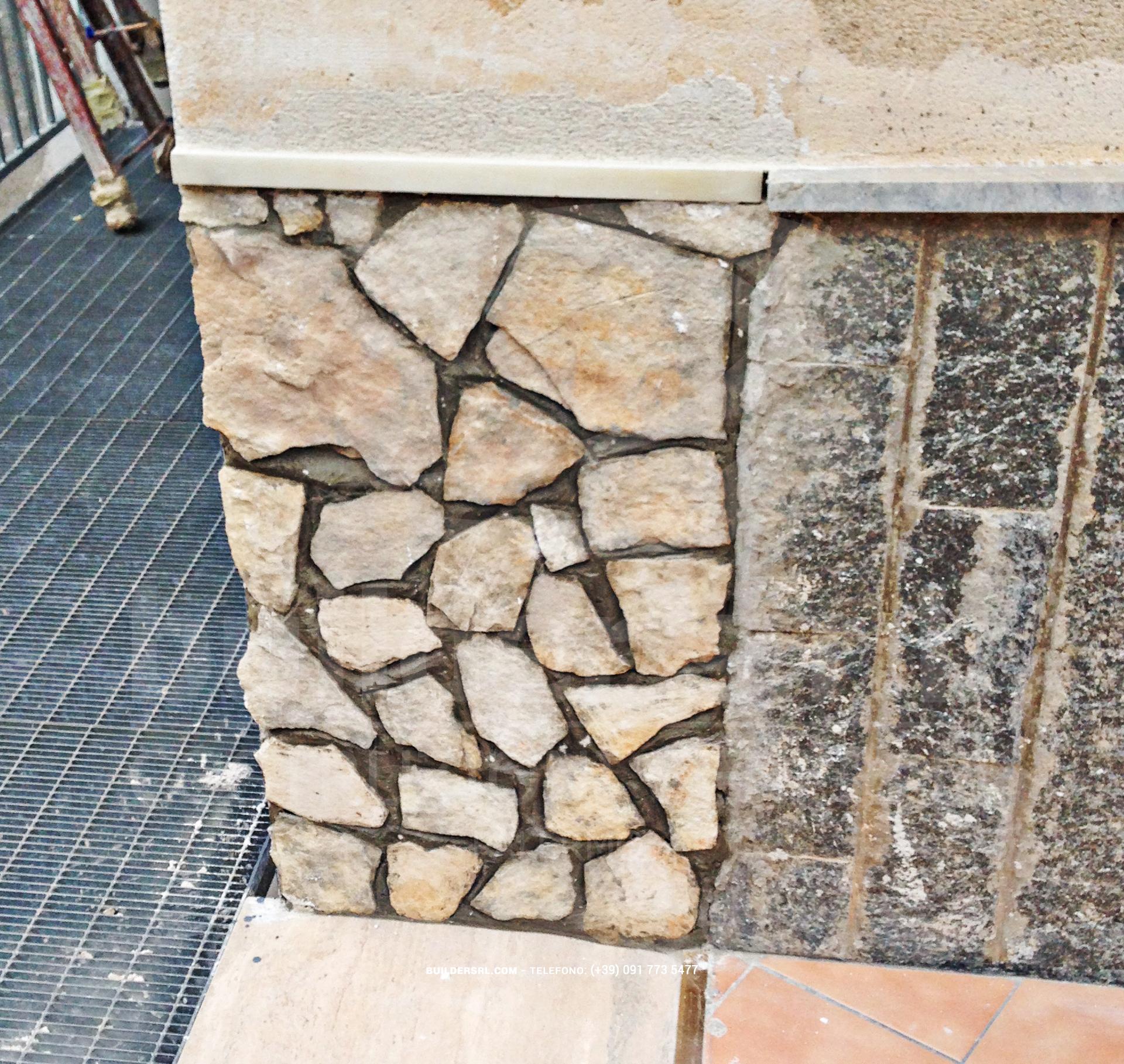 Posa in opera della pietra a spacco - Ristrutturazione al Centro Kolbe di Carini